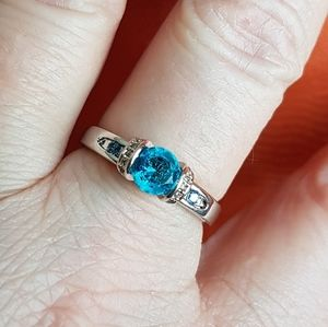 Jewelry - Blue topaz ring